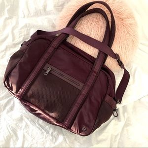 Lululemon duffle gym bag burgundy